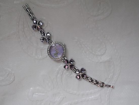 Наручные часы с камешками