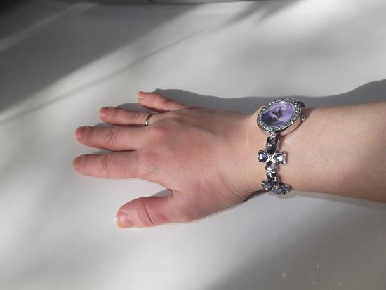 Часы KIMIO на руке